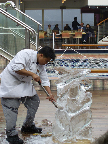 Ice Carving, by CoolB047. Licenza creative commons Attribution-Noncommercial-Share Alike 2.0